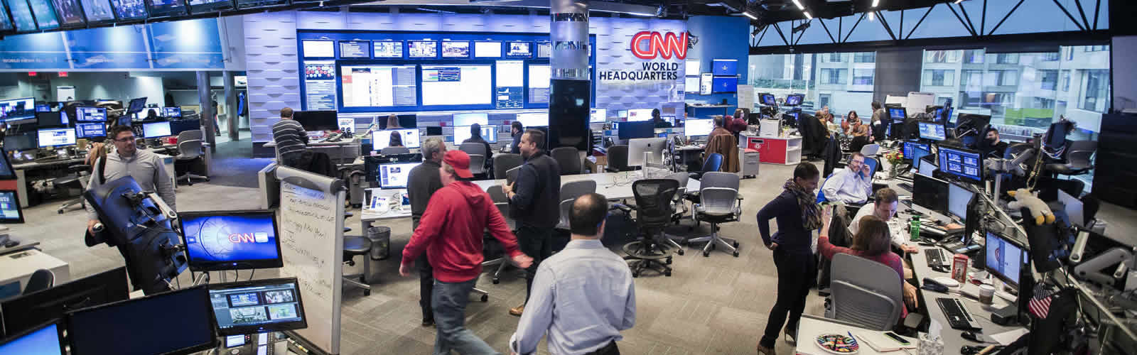 inside-cnn-studio-tour-visite-chaine-television-une