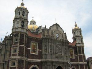 monuments-edifices-eglises-basiliques-palais-temples-visites-touristes-monde-g-00