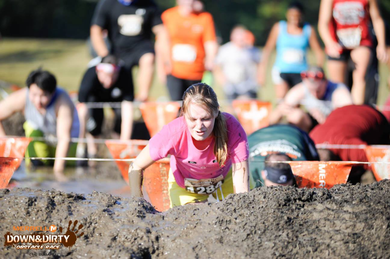 courses-obstacles-mud-run-concept-dirty-girl