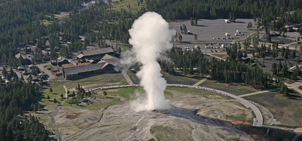 phenomenes-naturels-etats-unis-seisme-aurores-boreales-ouragan-geysers