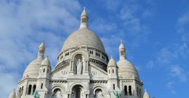 monuments-edifices-eglises-basiliques-palais-temples-visites-touristes-monde-une