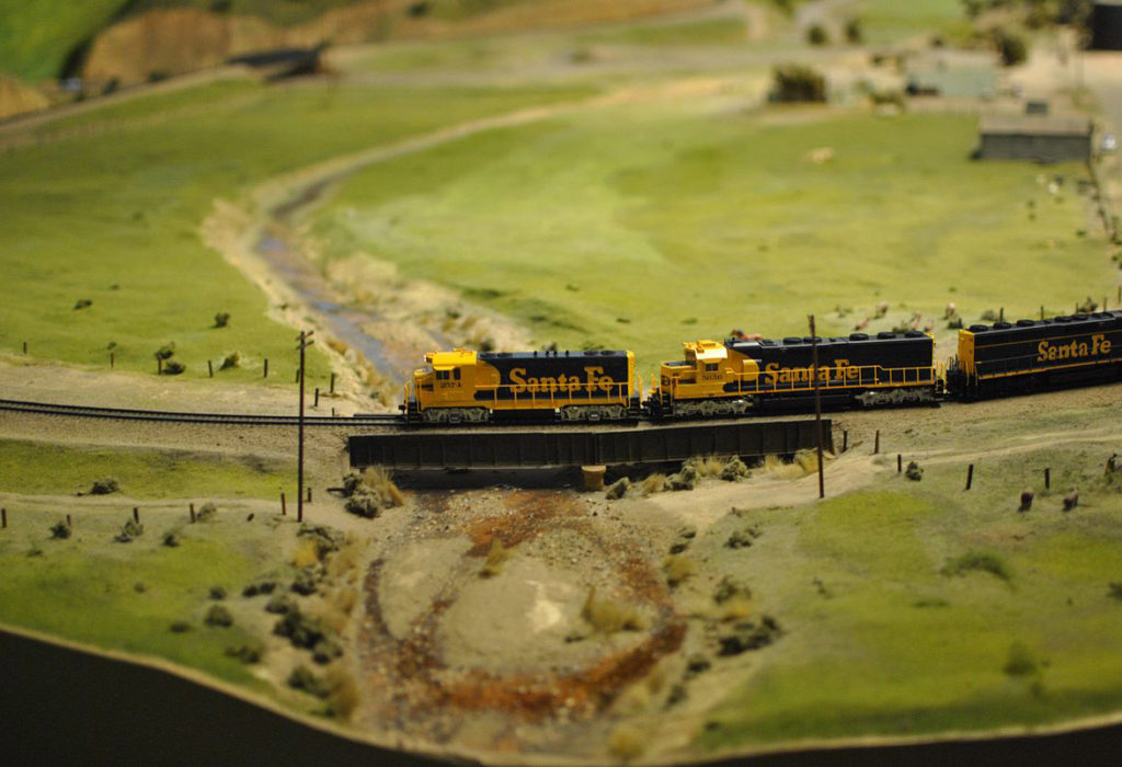 Santa_Fe_Line_at_San_Diego_Model_Railroad_Museum