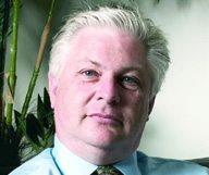Axel de Place, assureur pour particuliers et entreprises - membre du French District