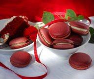 Qu'est ce qui est rouge et rappelle Noël ?