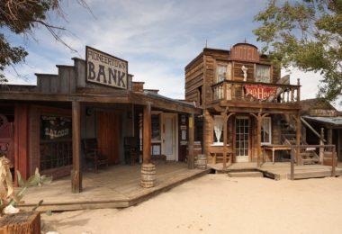 pioneertown-ville-western-far-ouest-cowboy-une