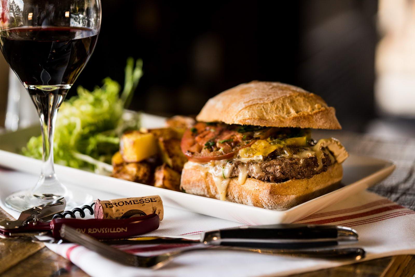 bistro-moulin-newport-beach-nouvelle-version-burger-01