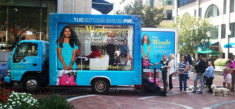 led-truck-media-presente-camions-publicitaires-vitres-aquarium-mindy-project