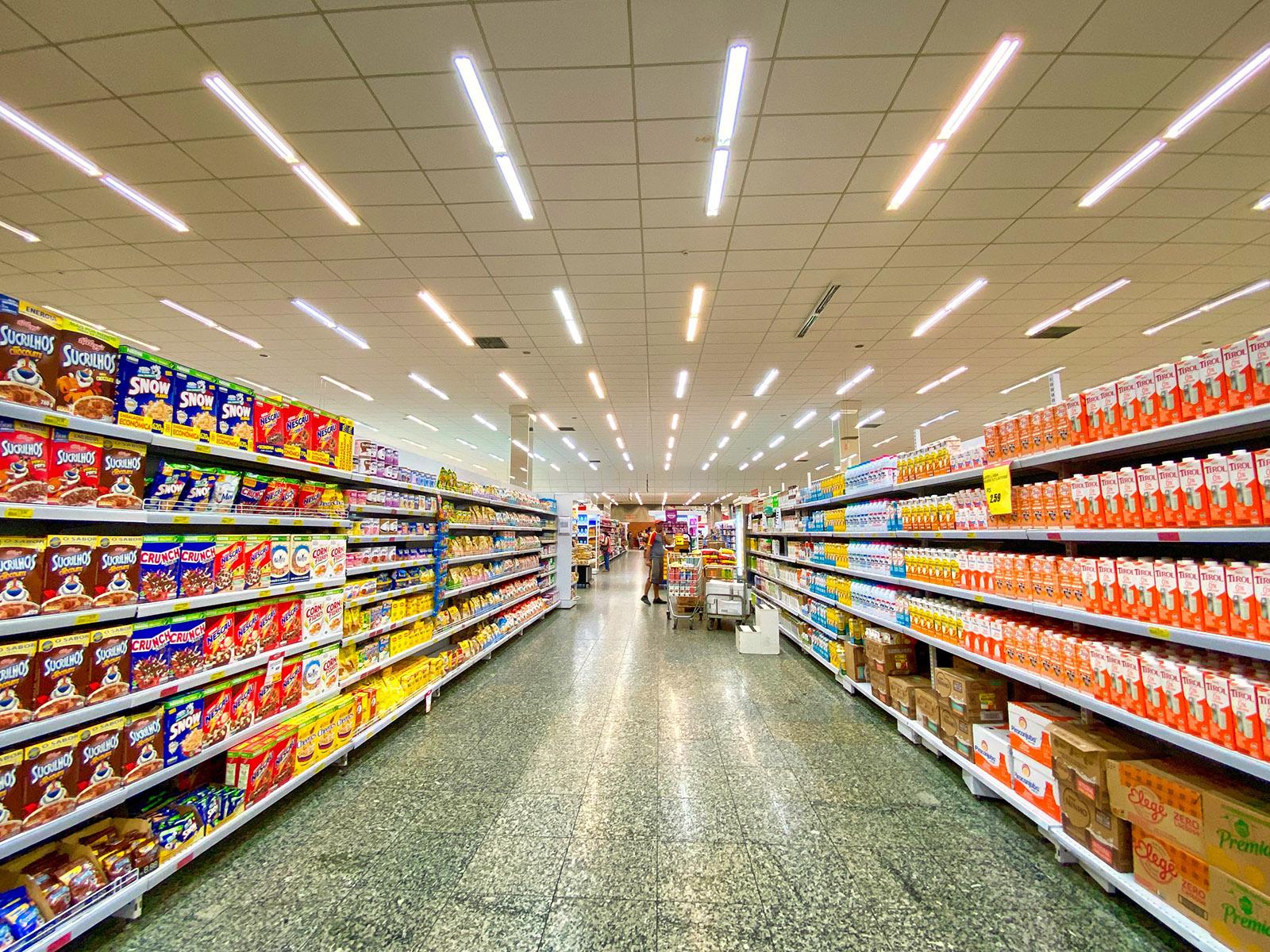 Les enseignes de supermarchés américains et leurs équivalents français