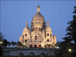 1280px-La_basilique_du_Sacré-Coeur_au_crépuscule_(Paris)_(4147593805)_resize
