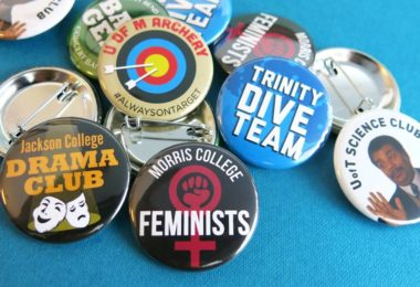 busy-beaver-button-co-badge-pins-musee-une