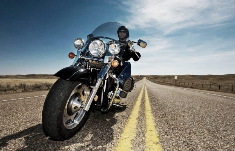 Conduire moto vent