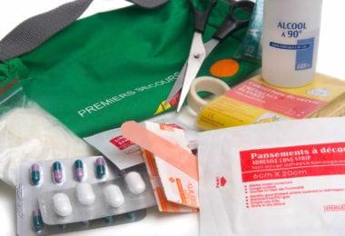 trousse-medicaments-pharmacie-avoir-etats-unis-une