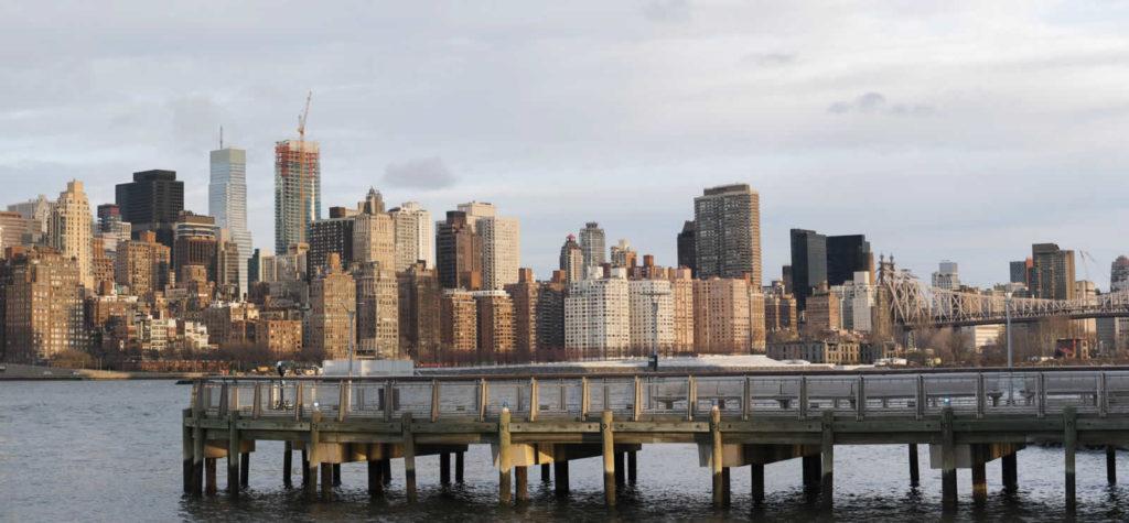 que-faire-long-island-city-quartier-queens-vue-manhattan-gantry-plaza-state-park-vue