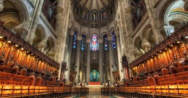 visite-eglise-gothique-cathedrale-saint-john-the-divine-une