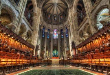 visite-eglise-gothique-cathedrale-saint-john-the-divine-une