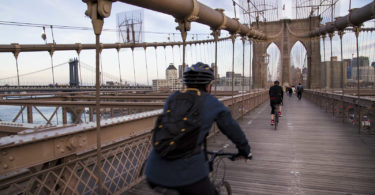 tour-velo-nuit-manhattan-brooklyn-bridge-nyc-une