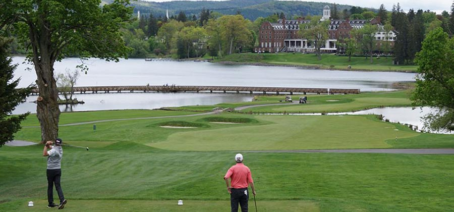 golfer-new-york-parcours-golf-club-leatherstocking-golf-course