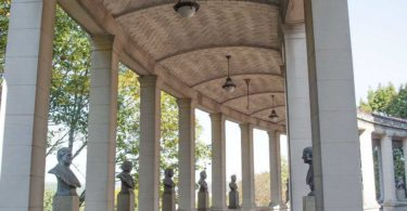 hall-of-fame-for-great-americans-memorial-temple-du-remarquable-une