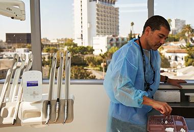 Prenez rendez-vous avec Samuel Lasry, dentiste à Los Angeles