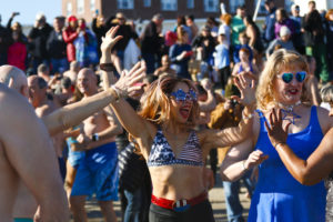 polar-bear-plunge-new-york-tradition-feter-nouvelle-annee-06