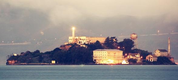 Embarquement pour Alcatraz, le pénitencier insulaire de haute sécurité dans la baie de San Francisco