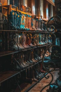 visiter-texas-cowboys-musique-country-barbecues-santiags-bottes