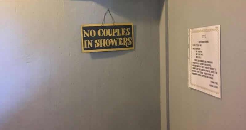 texas-humour-affiches,pancartes-images-couples-douches