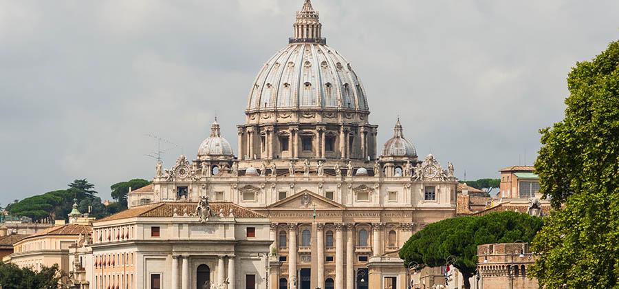 monuments-edifices-eglises-basiliques-palais-temples-visites-touristes-monde-saint-pierre-rome