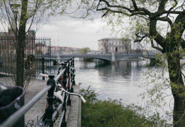 villes-green-ecologie-gaz-energie-developpement-durable-panneaux-solaires-eolienne-covoiturage-velo-une